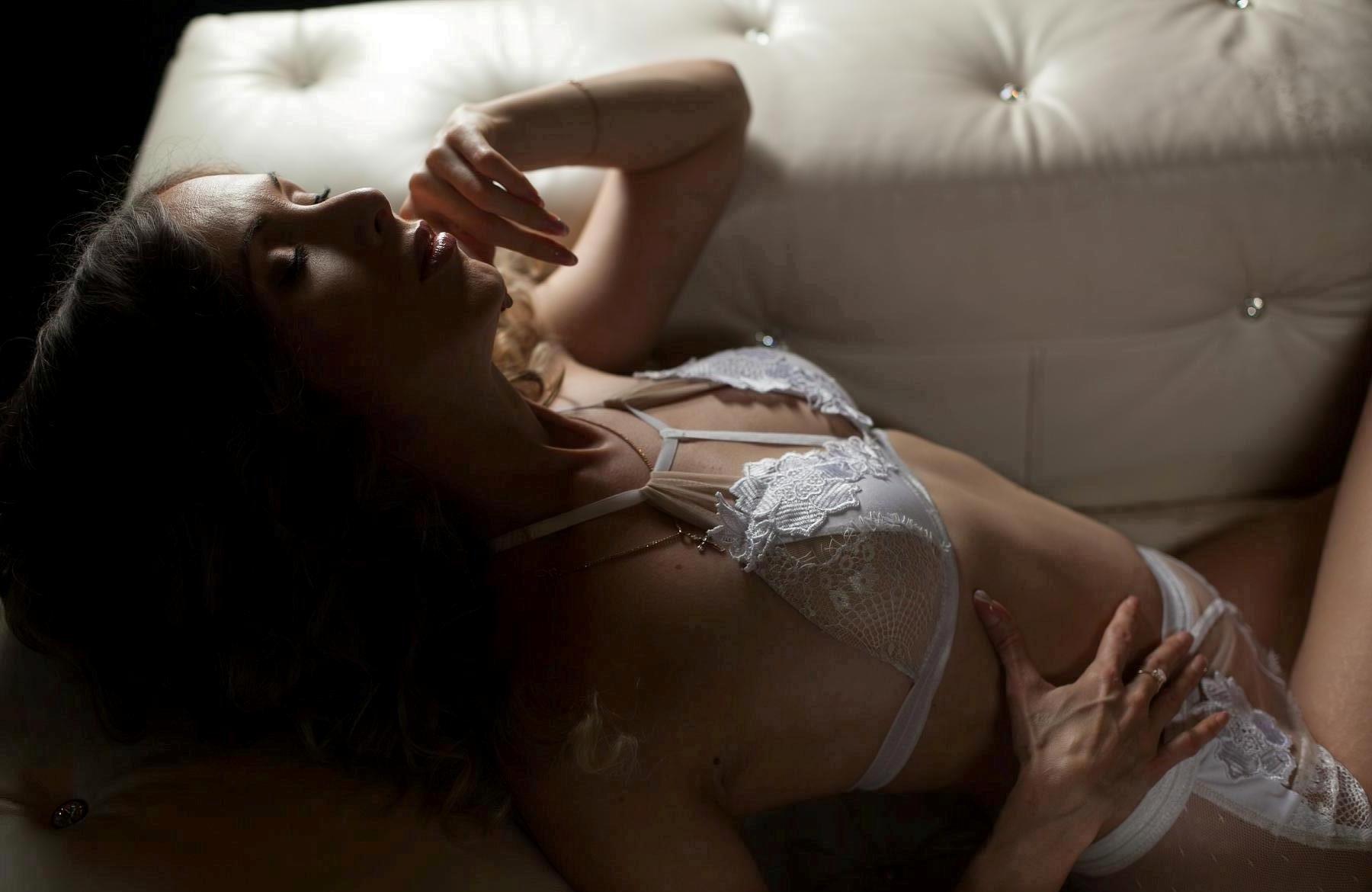 prostitutki-ekaterinburga-bez-prezervativa-samie-krutie-siski-v-porno